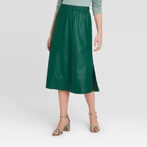 NWT Womens Green Pleather Skirt with Pockets